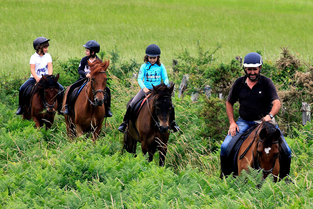 Montar a caballo en Navarlaz (a 20 minutos en coche)